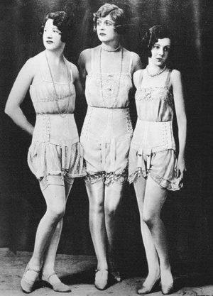 Co nosily naše babičky pod sukní?